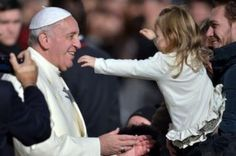 Papa Francesco: 'il demonio non vuole la famiglia, ecco perché cerca il modo di distruggerla'