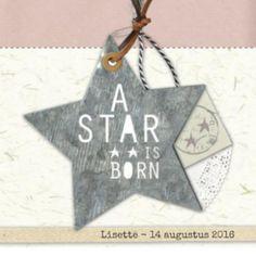 Geboortekaartje voor een meisje, met metalen ster en de tekst 'A star is born' en binnenin een ster met 'baby girl'. Mooi geboortekaartje met een vintage look.