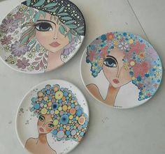 Best 12 from – – SkillOfKing. Painted Ceramic Plates, Hand Painted Ceramics, Ceramic Painting, Fabric Painting, Ceramic Pottery, Pottery Art, Ceramic Art, Pottery Painting Designs, Paint Designs