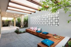 Before planning and building a pergola, discover the best options for your house and yard. Check out these pergola design ideas to get you started. Diy Pergola, Pergola Cost, Building A Pergola, Pergola Canopy, Cheap Pergola, Wooden Pergola, Outdoor Pergola, Pergola Shade, Outdoor Decor