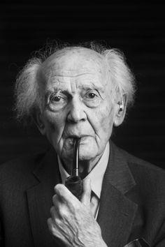 Zygmunt Bauman (Poznań, 19 de noviembre de 1925-Leeds, 9 de enero de 2017) fue un sociólogo, filósofo y ensayista polaco