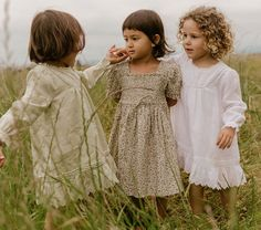 Doen kids soledad dress in green nectar print Toddler Girl Outfits, Baby Girl Dresses, Baby Dress, Kids Outfits, Flower Girl Dresses, Charleston Dress, Strawberry Dress, Mother Daughter Fashion, Vintage Kids Clothes