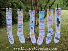 We love Pippi - must do this! Make longstockings as an activity to go along with reading the Adventures of Pippi Longstocking! Long socks and fabric markers. Ec 3, Kids Book Club, Make Your Own, Make It Yourself, Pippi Longstocking, Kindergarten Lesson Plans, Fabric Markers, Girls Camp, Book Activities