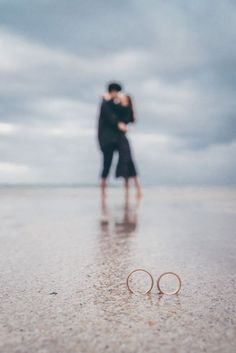59 Ideas For Wedding Photography Poses Rings Couple Photos Pre Wedding Poses, Pre Wedding Shoot Ideas, Pre Wedding Photoshoot, Wedding Fotos, Beach Wedding Photos, Wedding Pictures, Wedding Beach, Trendy Wedding, Wedding Hair