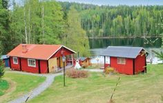 Holiday home Storhullsj�n St�de St�de Situated in Stor-Hullsj?n, this studio features a terrace with sea views. The unit is 36 km from Sundsvall. Free private parking is available on site.  There is a seating area and a kitchenette complete with a microwave, a fridge and a stovetop.