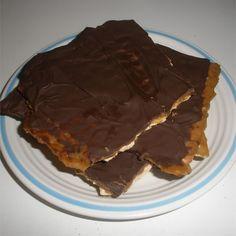 Passover Desserts, Passover Recipes, Gourmet Recipes, Passover Food, Desert Recipes, Chocolate Covered Matzah Recipe, How To Make Chocolate, Melting Chocolate, Yummy Treats
