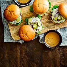 Steak burgers with peppercorn sauce dip