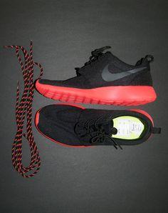 Nike Roshe Run-Solar Red/Black.