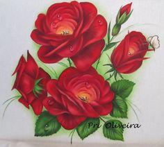 Pano de prato decorativo com rosas vermelhas. <br> <br>Tecido estilotex, de excelente qualidade com acabamento em macramê;