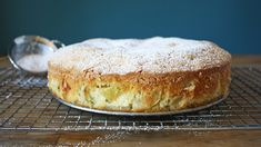 This One-Bowl Russian Apple Cake Is an Easy Rosh Hashanah Dessert Easy Apple Cake, Apple Cake Recipes, Apple Desserts, Just Desserts, Delicious Desserts, Dessert Recipes, Apple Cakes, Tea Recipes, Recipes