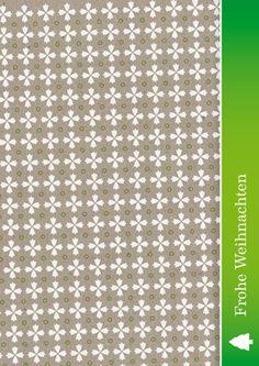 Weihnachtskarte mit Muster aus Weihnachtsbäumen auf beigem Hintergrund mit grünem Weihnachtsgruß