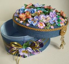 Шкатулки Татьяны Вацковой Ribbon Quilt, Ribbon Art, Fabric Flower Brooch, Fabric Flowers, Shabby Chic Boxes, Denim And Diamonds, Weekend Crafts, Creative Textiles, Fabric Boxes