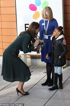 11 December 2018 - William and Kate visit Evelina London Children's Hospital (their new patronage) - dress and clutch by LK Bennett, shoes by Gianvito Rossi Kate Middleton Prince William, Prince William And Kate, William Kate, Kate Middleton New Hair, Kate Middleton Style, Duchess Kate, Duke And Duchess, Childrens Hospital, Queen Elizabeth Ii