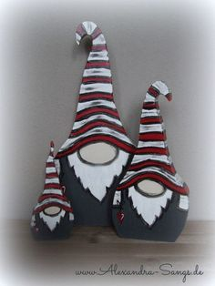 Wichtel aus Holz, Gnom, Zwerg, by Alexandra Sangs . Christmas Wood Crafts, Christmas Rock, Christmas Gnome, Christmas Signs, Christmas Projects, Holiday Crafts, Christmas Ornaments, Theme Noel, Wood Creations