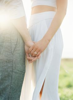 Simple & Chic Outdoor Engagement Session Seattle