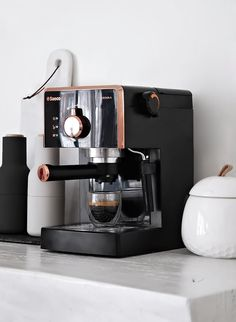 My new Espresso Machine : Saeco Poemia by Philips – Only Deco Love – Home Coffee Kitchen Items, Home Decor Kitchen, Kitchen Utensils, Kitchen Gadgets, Home Kitchens, Kitchen Appliances, Home Espresso Machine, Cappuccino Machine, Küchen Design
