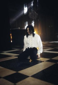 Singer/Songwriter Michael Jackson on the set of his music video Ghosts cowritten by Stephen King in 1996 Michael Jackson Ghosts, Michael Jackson Fotos, Jackson 5, Jackson Family, The Jacksons, My King, Pop, Superstar, Music Videos