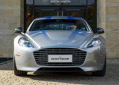Ki tudja, mi lenne a véleménye a 007-nek az elektromos Aston Martinről? James Bond mindig nagyra értékelte a gaydoni cég ikonikus sportautóit, de egy teljesen elektromos változatot még sohasem vezetett. Pedig ez valósággá válhat, mert a négyajtós Sport Rapid 100 százalékosan elektromos változatát projekt formájában nemrég...
