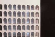 Modello in scala 1:300 Il modello è disponibile su ordinazione con illuminazione interna o senza . Illuminato con luci led alimentate da batterie (3 x AAA)  #HistoricalArchitecturalModels #PalazzodellaCiviltà #architettura #architettura900 #GiovanniGuerrini #ErnestoLapadula #travertino #romanità #eur #roma #fendi