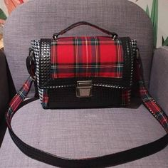 Sac Quadrille en simili noir et carreaux rouges cousu par Bob - Patron Sacôtin