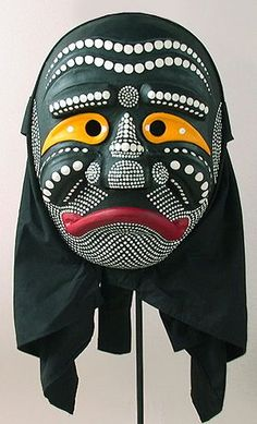 Old Monk Mask. In the Yangju Pyeolsandae Nori dance drama this character becomes infatuated with the pretty girl and trys to seduce her. He is an ugly old guy. The dots on his face are sup Arte Tribal, Tribal Art, African Masks, African Art, Korean Traditional, Traditional Art, The Rok, Old Monk, Art Premier