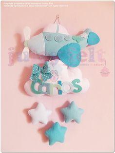 non solo fiocchi nascita! Felt Wreath, Felt Garland, Baby Crafts, Felt Crafts, Felt Banner, Ideas Hogar, Baby Crib Mobile, Felt Baby, 4 Kids