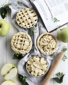 """1,856 curtidas, 72 comentários - Sayo_R (@sayo_rk) no Instagram: """"日本語 ⬇️Mini apple🍏 pie just before going to oven🔥 .. which one prefer😆 ? ... ...…"""""""
