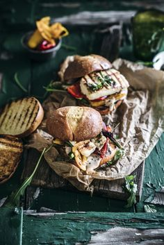 Halloumi Burger mit Brioche Bun Halloumi Burger, Bolognese Pasta Bake, Making Grilled Cheese, Beste Burger, Mayonnaise, Slimming Eats, Artisan Cheese, Best Cheese, World Recipes