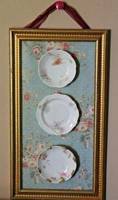 Shabby chic display of vintage look plates & wallpaper in a gold frame . Shabby chic display of vintage look plates and wallpaper in a gold frame Source by sunsetshabbychicdecor Shabby Chic Pink, Cottage Shabby Chic, Cocina Shabby Chic, Casas Shabby Chic, Shabby Chic Mode, Shabby Chic Vintage, Shabby Chic Mirror, Shabby Chic Interiors, Shabby Chic Bedrooms