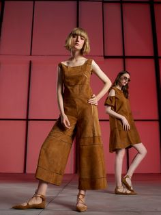 See the complete Talbot Runhof Resort 2017 collection.