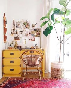 23 Bohemian Room Decor Ideas – Home Dekor Retro Home Decor, Diy Home Decor, Bohemian Room Decor, Bohemian Interior, Bohemian Office, Bohemian Apartment, Bohemian Studio, Yellow Desk, Yellow Office