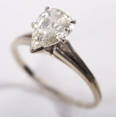 A Pear Shaped approximately 1.5 carats Diamond Solitaire Ring