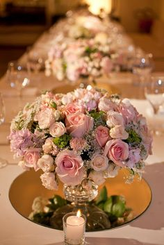 white and light pink flowers; mirror sousplat