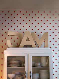 i wish i had this j-a-m! and polka dot wallpaper.