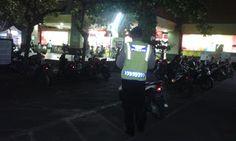 Pantau Areal Parkir Swalayan Sabhara Polsek Densel Polresta Denpasar Cegah Curanmor http://ift.tt/2gmkMZt