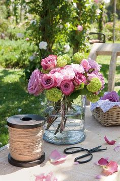 Love this floral arrangement for Spring!