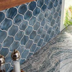 MSI Blue Shimmer Arabesque 8 mm x 1020 Zoll x 8 mm Mosaikfliesen aus Glasgitter m / Gehäuse) The Home Depot Blue Tile Backsplash Kitchen, Arabesque Tile Backsplash, Mosaic Wall Tiles, Backsplash Ideas, Mosaic Art, Blue Glass Tile, Glass Subway Tile, Mosaic Glass, Kitchen Decor