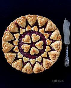 Spektakulärer Apfelkuchen - Recetas que cocinar - Creative Pie Crust, Beautiful Pie Crusts, Just Desserts, Dessert Recipes, Pie Crust Designs, Pie Decoration, Pies Art, Pie Tops, Sweet Pie