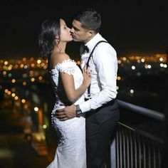 Each time we kiss the stars shine a bit brighter... Contact me for your engagment or wedding photogrphy #wedding #capetownweddingphotographer #capetownwedding #ido #firstkiss #bride #groom #nightphotography #capetown #capetownbride #prittyblog #littlepinkbook #mooitroues #stars #lights #engagementring #engagement