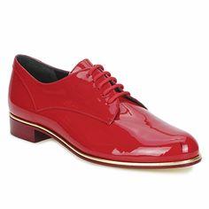 Zapatos de cordones en cuero charol rojo de la marca italiana Moschino Cheap & Chic #shoes #chic #rojo