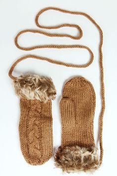 562f57ff8ad90 Faux Fur + Cable Glove 秋のファッション