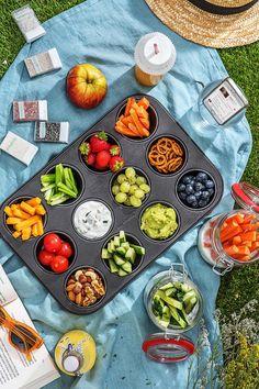 Rezept: Ideen, Tricks und Hacks für Dein Picknick. So kannst Du Deine leckeren Picknick Rezepte perfekt genießen! Hellofreshde / Kochen / Essen / Ernährung / Kochbox / Zutaten / Gesund / Schnell / Einfach / DIY / Gericht / Blog / Leicht / Draußen essen / Im Freien Essen / Picknickideen / Picknick Ideen #picknickhacks #picknickideen #picknick #picknicken #hellofreshde #kochen #essen #zubereiten #zutaten #diy #rezept #kochbox #ernährung #gesund #leicht #schnell #einfach