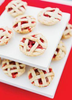mini pies   Katie Stoops #wedding