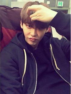 "[150102 LEE JONG SUK INSTAGRAM Update] jongsuk0206: ""새해 복 많이 받고.. 우리 행복하자.. 하.. http://instagram.com/p/xVxRojyjc8/""   ""Happy New Year.. Let's be happy.. Ha.."""