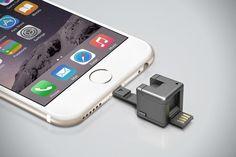 Маленький кубик, длина ребра которого составляет всего 1 дюйм, выполняет множество функций: переходник с microUSB и Lightning, кард-ридер microSD, аккумулятор для экстренной зарядки, подставка для смартфона с микроприсоской и LED-фонарик.