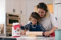 The Spring 2019 issue of Sift magazine tackles a common grocery-aisle question: There are so many types of flour – self-rising flour, whole wheat, all-purpose; which one is the right one for your baking? The Joy Of Baking, Baking With Kids, Baker And Cook, Cream Cheese Rolls, Types Of Flour, Lemon Squares, Make Banana Bread, Cheese Rolling, King Arthur Flour