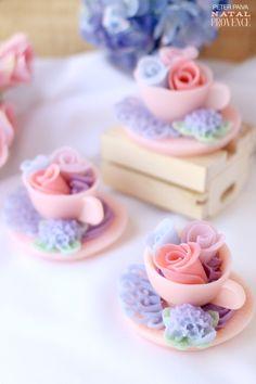 Flores na xícara feitas de sabonete