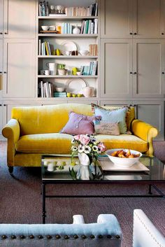 Inspiring Yellow Sofas To Perfect Living Room Color Schemes 53 - DecOMG Living Room Storage, Living Room Sofa, Living Room Decor, Elegant Living Room, Beautiful Living Rooms, Beautiful Closets, Living Room Color Schemes, Living Room Designs, Yellow Couch