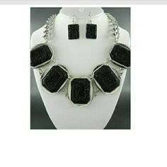 Fashion Statement Jewelry Burnished Silver Base Black  Pendant Jewelry Set  17' with 4' Extender Jewelry Necklaces