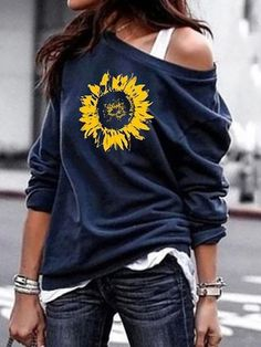 Shopping Casual Printed Colour Long Sleeve Loose Sweatshirt online with high-quality and best prices Hoodies & Sweatshirts at Luvyle. Daily Fashion, Fashion Women, Trendy Fashion, Latest Fashion, Women's Fashion, Printed Sweatshirts, Pullover, Casual Fall, Spandex